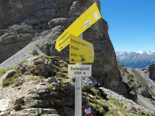 bergwandelen-oostenrijk-serles-bordjes